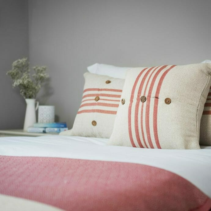 Fishermans-Cottage-St-Ives-Guest Room - Cushions